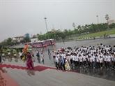 Des jeunes Viêt kiêu à la province natale de l'Oncle Hô