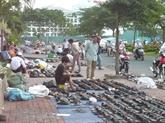 Les rues des chaussures  d'occasion à Hô Chi Minh-Ville
