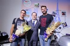 Deux aventuriers français au guidon sur 12.000 km, de Paris à Hô Chi Minh-Ville