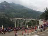 Inauguration dun pont financé par le Japon à Hà Giang