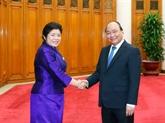 Nguyên Xuân Phuc reçoit la ministre du bureau du Premier ministre lao