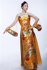 Une collection dao dài du styliste Duc Hùng présentée aux États-Unis