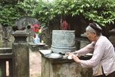 Les deux gardiens dun tombeau royal millénaire à Ninh Binh