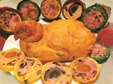 Poulet farci au jambon et aux œufs salés