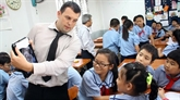 Khanh Hoà : des étrangers enseignent langlais dans les écoles primaires
