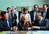 Nguyên Xuân Phuc sest rendu auprès de familles bénéficiaires des politiques sociales