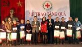 Le vice-Premier ministre Pham Binh Minh rend visite à des familles méritantes et démunies à Nam Dinh