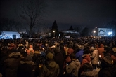 Les Québécois, par milliers, se recueillent à la mosquée meurtrie