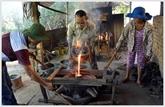 Les fondeurs de Phuoc Kiêu préservent lartisanat ancien