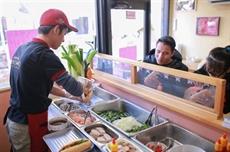 À Tokyo, le bánh mì vietnamien se vend comme des petits pains