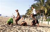 Une classe de fitness gratuite sur la plage de Dà Nang