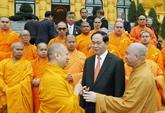 Trân Dai Quang reçoit des représentants dune secte bouddhique vietnamienne en Thaïlande