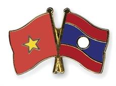 Deux officiers de larmée populaire laotienne obtiennent des diplômes de doctorat
