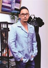Le satin My A, matière fétiche du styliste Vo Viêt Chung
