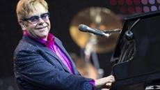 Elton John annule des concerts après une grave infection bactérienne