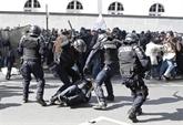Présidentielle : heurts à Paris en marge du défilé du 1er mai, Le Pen et Macron en meeting