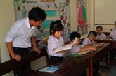 Remise de livres aux enfants de larchipel de Truong Sa
