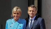 Le couple Macron prend ses quartiers à lÉlysée