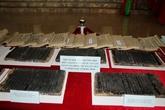 Tablettes en bois de lécole Phuc Giang exposées à Hanoi