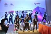 Hô Chi Minh-Ville attire les touristes par les arts de la rue