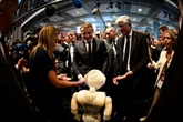 Emmanuel Macron au salon VivaTech pour tracer sa feuille de route technologique