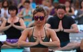 Des milliers de yogis en quête de sérénité à Times Square