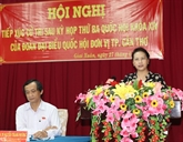 La présidente de lAssemblée nationale à lécoute des électeurs de Cân Tho