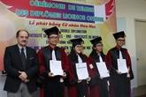 Remise des diplômes licence chimie français à des étudiants vietnamiens