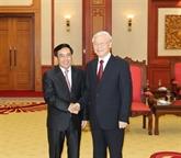 Les dirigeants vietnamiens reçoivent le vice-président lao Phankham Viphavanh