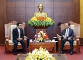 Le vice-président lao Phankham Viphavanh se rend à Hoà Binh