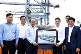 Le Premier ministre Nguyên Xuân Phuc visite le port international de Cái Mép