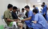 Des bénévoles américains donnent des consultations médicales gratuites à Thai Nguyên