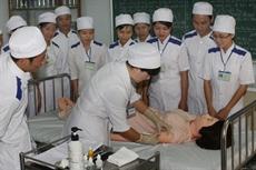 Aide japonaise à la formation aux soins infirmiers