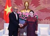 La présidente de l'AN vietnamienne reçoit l'ambassadeur cubain à Hanoï