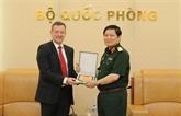 Le ministre vietnamien de la Défense reçoit l'ambassadeur de France à Hanoï