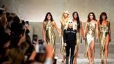 Versace s'assure la vedette avec un défilé hautement glamour