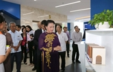 La présidente de lAssemblée nationale visite lUniversité Tôn Duc Thang