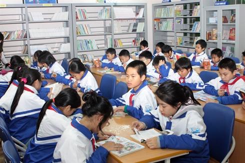... doivent porter l'uniforme à l'école. Photo : Bich Ngoc/VNA/CVN