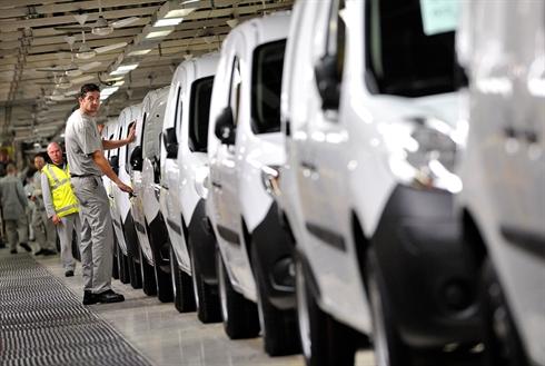 France : les ventes de voitures neuves en 2012 au plus bas depuis 15 ans