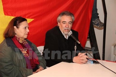 Le secrétaire général du Parti argentin de la victoire, Oscar Leguizamon, a glorifié les réalisations de la révolution vietnamienne. Photo: VNA/CVN
