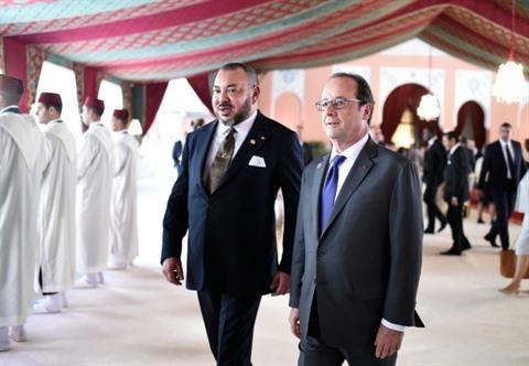 Le roi du Maroc, Mohammed VI (gauche), aux côtés du président français François Hollande, le 15 novembre à Marrakech.  Photo : AFP/VNA/CVN