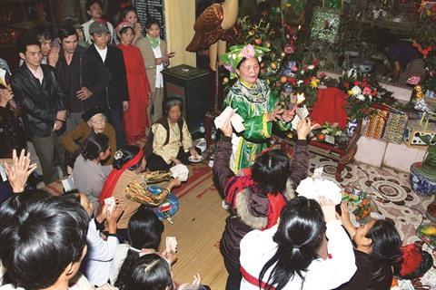 Le culte des Déesses-Mères des Trois mondes, une croyance purement vietnamienne 09321754632-3301-a