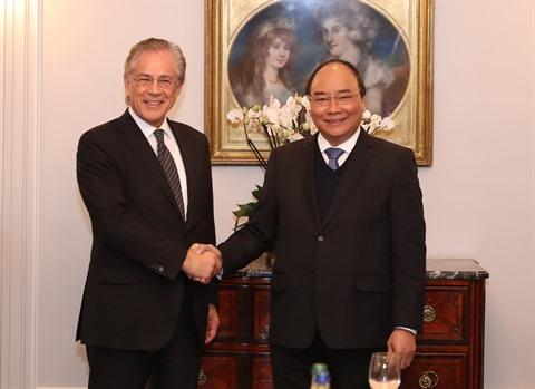 Le PM Nguyên Xuân Phuc (droite) et le président de l'Institut d'étude Malik, Fredmund Malik, le 18 janvier à Zurich, en Suisse.  Photo : Thông Nhât/VNA/CVN