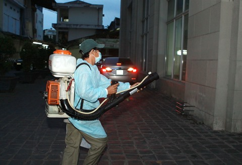 Pulvérisation d'insecticide contre les moustiques à Hô Chi Minh-Ville.  Photo : Phuong Vy/VNA/CVN