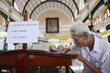 Le dernier écrivain public de la poste centrale de HCM-Ville