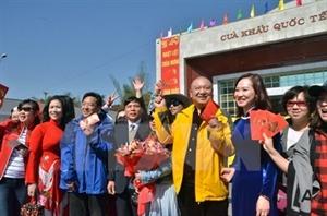 Têt : nombreux touristes à la porte frontalière de Mong Cai