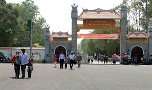De nombreux touristes au Mémorial du Président Hô Chi Minh de Cà Mau