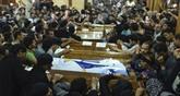 Attentat en Égypte : funérailles des victimes coptes et frappes en Libye