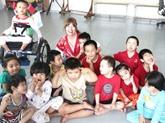 Une Britannique au chevet des enfants handicapés à Quang Nam