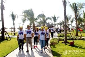 Laos - Vietnam : une délégation de Famtrip explore le tourisme à Nghê An